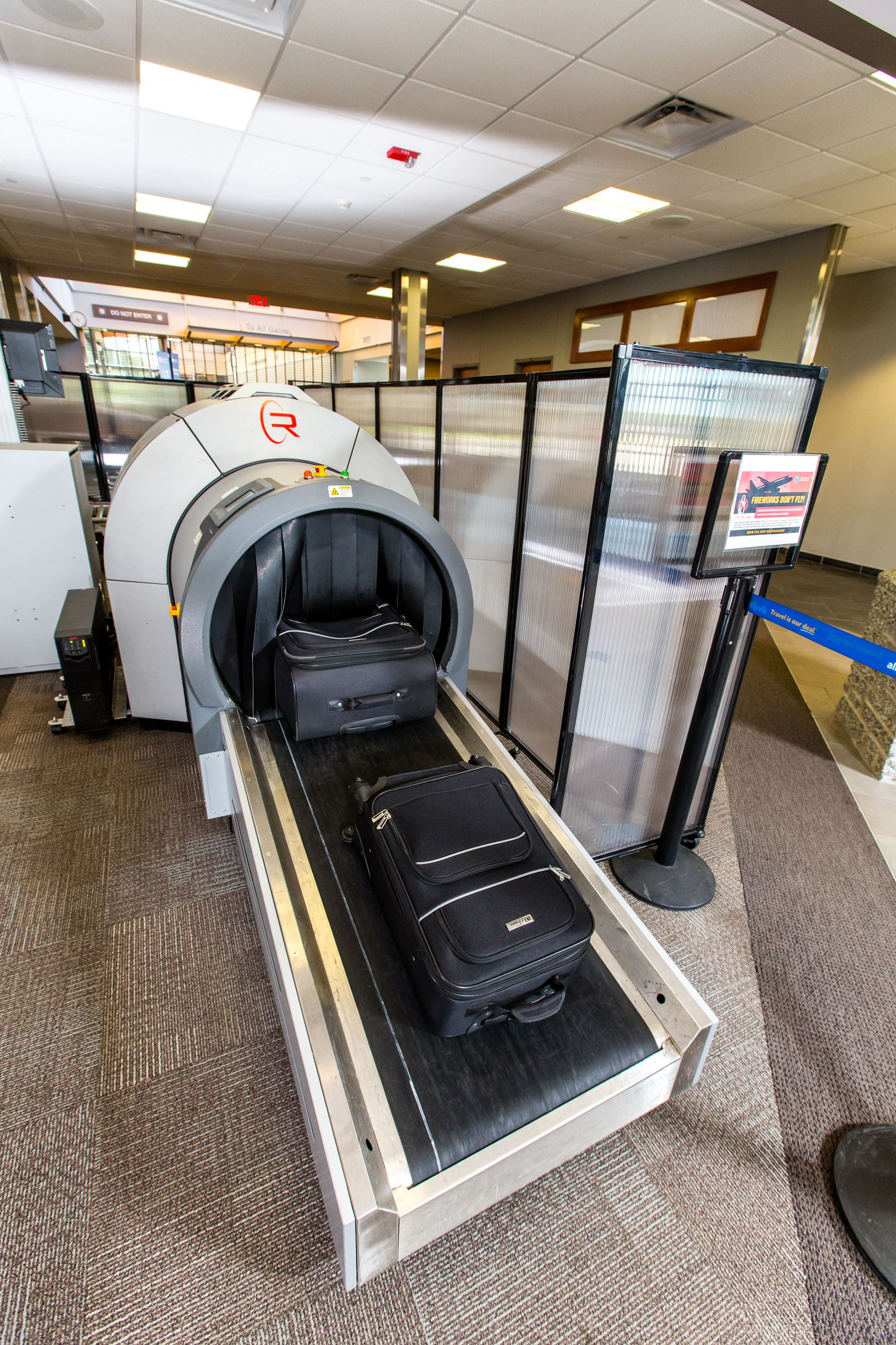 Xray machine for checked bags